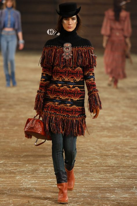 Chanel Pre-Fall 2014 Fashion Show Collection: See the complete Chanel Pre-Fall 2014 collection. Look 51