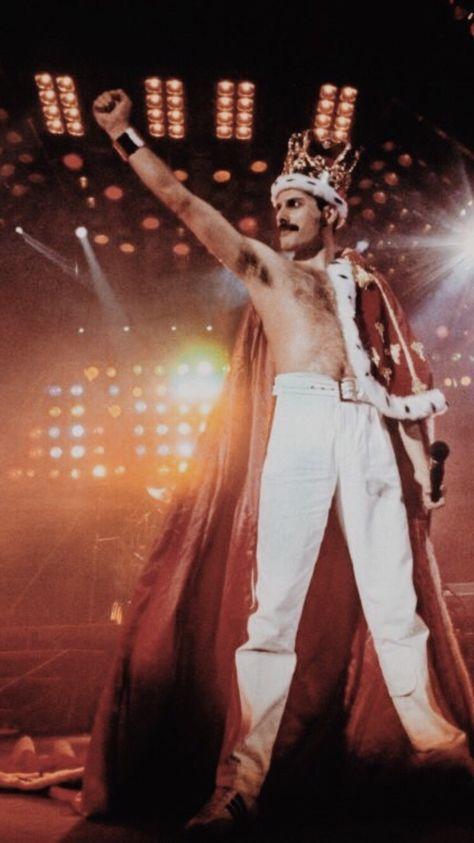 My artwork of the legendary Freddie Mercury wearing some of his vibrant and iconic costumes. My artwork of the legendary Freddie Mercury wearing some of his vibrant and iconic costumes. Queen Freddie Mercury, John Deacon, Queen Pictures, Queen Photos, Queen Band, Killer Queen, Freedy Mercury, Freddie Mercuri, Rainha Do Rock