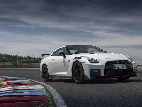 2020 Nissan Gt R Nismo Is A 600 Hp Track Weapon Nissan Gt Nissan Gt R Gtr