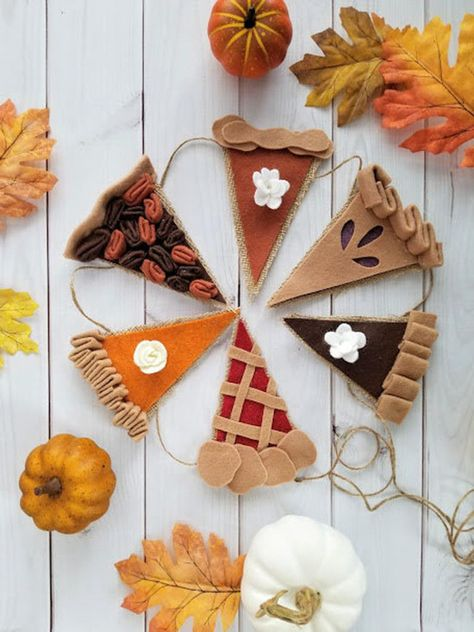 Your place to buy and sell all things handmade Happy Pie Season Bunting - Fall Garland - Thanksgiving Decor - Happy Pie Season - Felt Decor - Bunt Fall Halloween, Halloween Crafts, Holiday Crafts, Holiday Decor, Diy Fall Crafts, Halloween Party, Healthy Halloween, Cheap Halloween, Scary Halloween