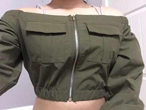 Blusa de hombros descubiertos con bolsillo de lado | ROMWE