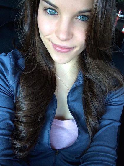 Selfies De Chicas Guapas Girls Selfies Dark Hair Blue