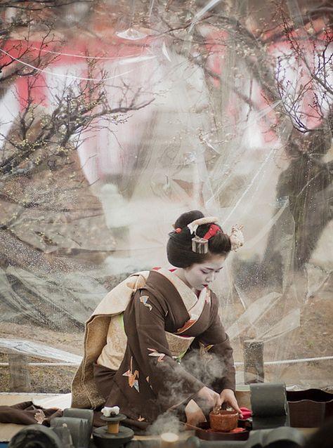 野点 //  outdoor tea ceremony @Baika-sai (japanese apricot festival) Kitano-tenmangu shrine, Kyoto.//  by yocca