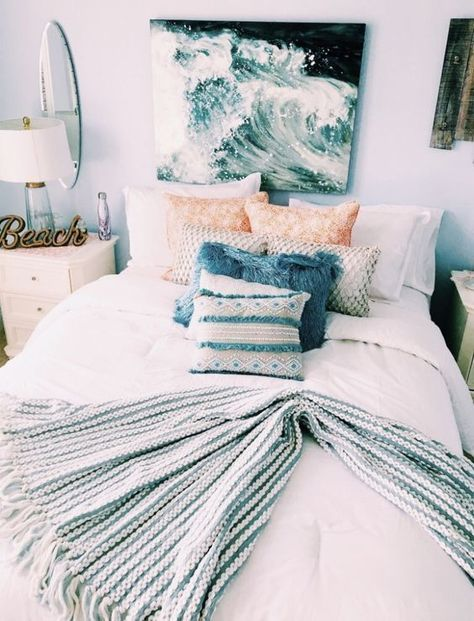 This beach themed dorm room exudes a mix of ocean and tropical vibes. Bedroom The Beach Themed Dorm Room Ideas That Give Major Cali Vibes Bedroom Furniture, Bedroom Decor, Modern Bedroom, Contemporary Bedroom, Bedroom Ceiling, Cozy Bedroom, White Bedroom, Wall Ideas For Bedroom, Bright Bedroom Ideas