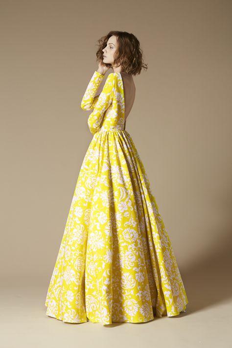 Longue robe jaune avec dos nue