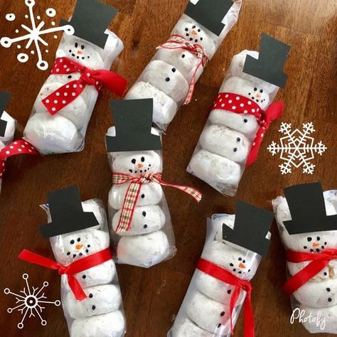 of the Best Christmas Treats Prepackaged Snowman Donuts The post of the Best Christmas Treats appeared first on DIY Crafts. Christmas Projects, Holiday Crafts, Holiday Fun, Christmas Gift Ideas, Christmas Class Treats, Homemade Gifts For Christmas, Christmas Candy Gifts, School Christmas Party, Christmas Gift From Teacher