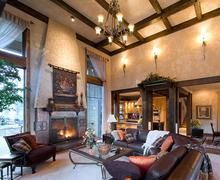 Tuscan Style Interiors For A Bend Or Home Traditional Family Room Designs