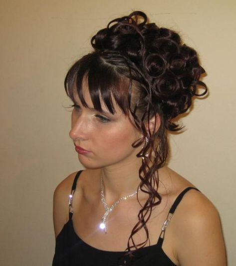 All The Mesmerizing Curly Hairstyles Are Listed Here Which