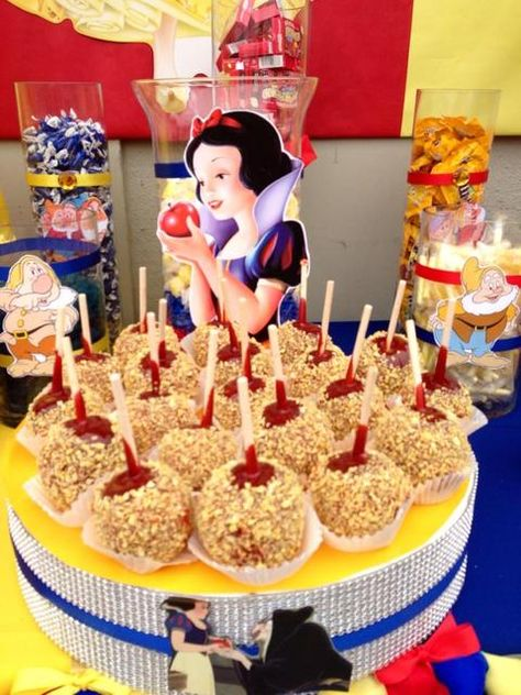 Cool idea for a Snow White birthday party(: Disney Princess Birthday Party, Birthday Party Snacks, Disney Princess Food, Cake Birthday, 5th Birthday, Birthday Invitations, Birthday Ideas, Princesse Party, Snow White Birthday