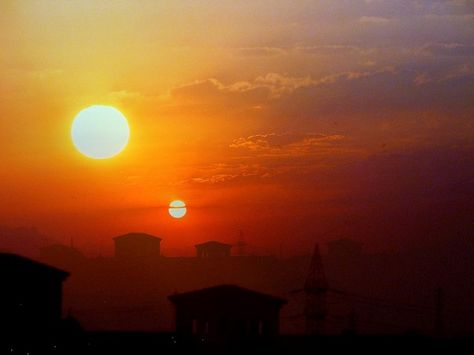 Two Suns in the Sky – Planet-X NIBIRU It is almost impossible to hide what can be seen with the naked eye, let alone photographed and videotaped by the public. One picture is worth a thousand words and pictures and videos of second sun sightings go...