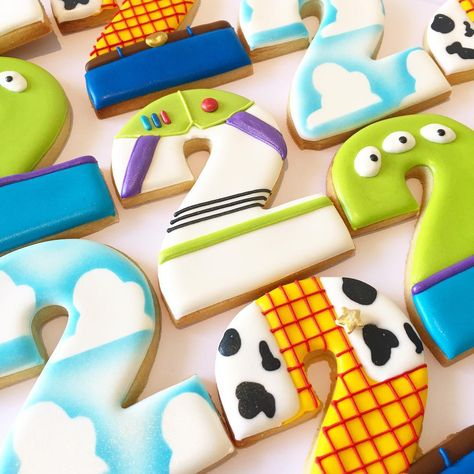 Instagram 上的 P E T I T C A K E S  P E R T H:「 Toy story themed cookies 🎈 」