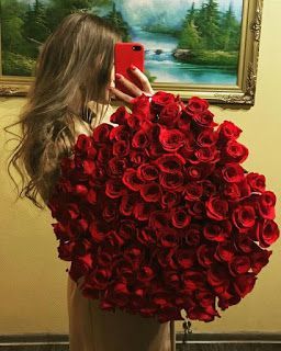 باقة ورد هدية Girls With Flowers Beautiful Flowers Beautiful Roses