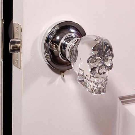 door knobs: creepy or the best thing ever Love this skull doorknob -- aside from the design, glass knobs remind me of my childhood home.Love this skull doorknob -- aside from the design, glass knobs remind me of my childhood home. Knobs And Knockers, Door Knobs, Door Handles, Goth Home, Decoration Inspiration, Gothic House, Gothic Room, Crystal Skull, Crystal Knobs