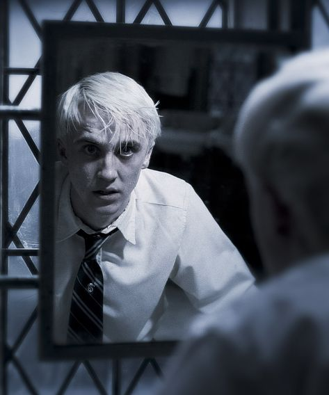 Funny gif video Harry Potter Saved By Draco Malfoy Deleted Scene Love Harry Potter Fanfiction?…Harry Potter Saved By Draco Malfoy Deleted Scene Love Harry Potter Fanfiction? Check out our Harry Potter Fanfiction Recommended reading lists – fanficti Draco Harry Potter, Estilo Harry Potter, Mundo Harry Potter, Harry Potter Tumblr, Harry Potter Pictures, Harry Potter Characters, Harry Potter Deleted Scenes, Draco Malfoy Memes, Draco Malfoy Fanfiction
