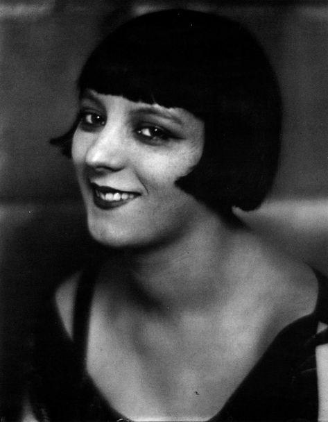 Kiki de Montparnasse, née Alice Prin, égérie de Man Ray, et modèle de Kisling.       Dans ses mémoires, Man Ray raconte qu'Alice Prin, dite Kiki de Montparnasse , refusait de...