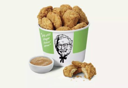 Smazony Kurczak Bez Kurczaka W Kfc Siec Testuje Weganski Zamiennik Miesa Vegan Fast Food Options Vegan Fast Food Fried Chicken