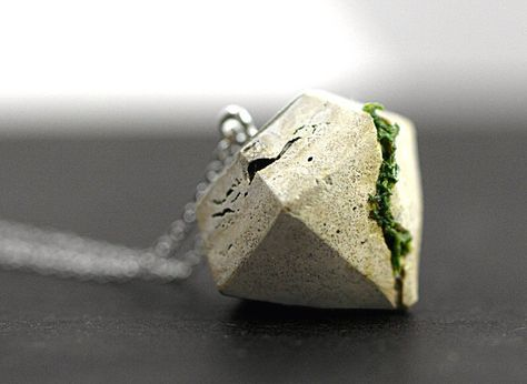 NEW: Concrete & Real Moss necklace. Large diamand shaped concrete pendant with moss. Modern minimalist nature jewelry for her