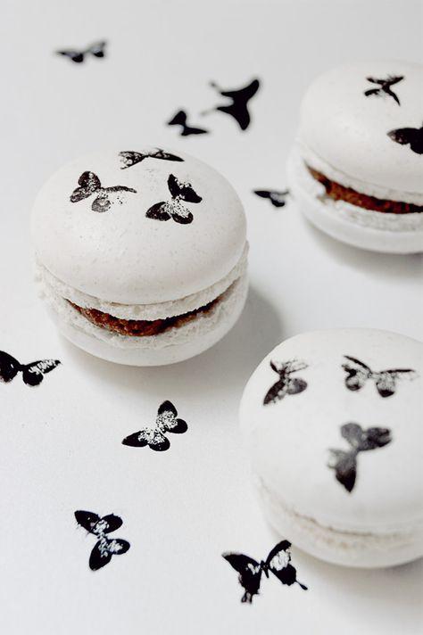 Macarons illustrés papillon, (macaron meringue italienne à la poudre d'amandes et sucre glace)