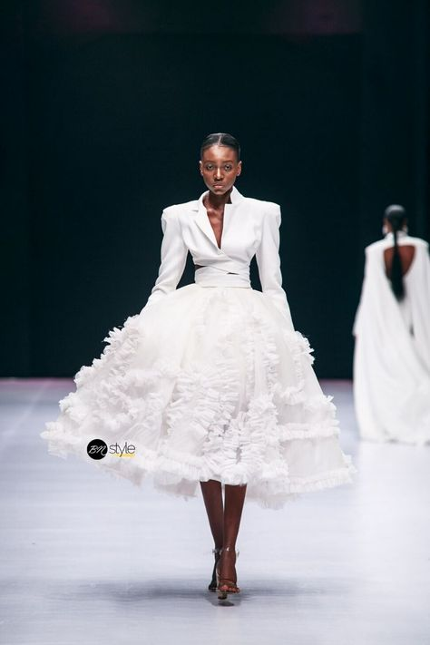 afrikanischer stil Lagos Fashion Week 2019 is officially underway off with top designers from across the continent showing their collections on the runway for the Spring/Summer 2020 Dubai Fashion Week, Fashion 2020, Runway Fashion, High Fashion, Fashion Show, Womens Fashion, Fashion Tips, Fashion Fashion, Best Of Fashion Week