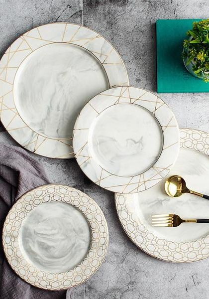 Marble Plates Are All The Rage These Days And A Delicate Gold Geometric Finish Adds Sophisticti Luxury Dinnerware Kitchen Accessories Decor Marble Dinner Plate