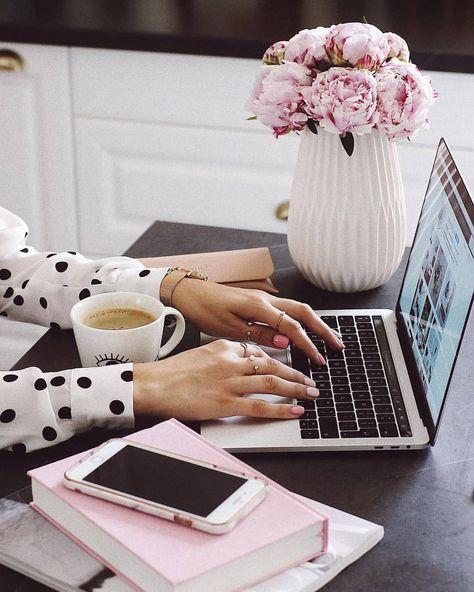 @desklifebliss Un bureau agréable c'est important pour travailler avec productivité sur le web ! En route vers l'indépendance financière grâce à l'affiliation ! Clique  #productivite #bureau #affiliation #business #blogging #blog #mampreneure #femmeentrepreneur