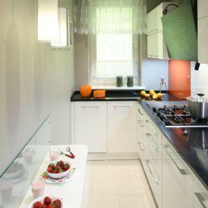 Bardzo Waska Kuchnia W Bloku Zobacz Gotowy Projekt In 2021 Small Kitchen Decor Kitchen Remodel Small Simple Kitchen Remodel