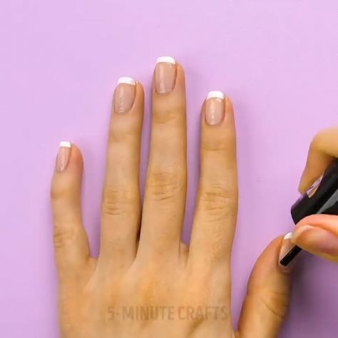 Easy Nail Design in 20 second! #naildesignscute