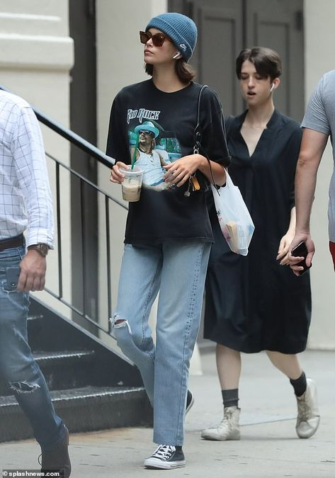 Kaia Jordan Gerber dons Kid Rock shirt as she steps out for coffee run - Cute Outfits Kaia Jordan Gerber, Kaia Gerber, Kid Rock, British Fashion Awards, Rock Shirts, Fendi, Casual Outfits, Cute Outfits, Fashion Outfits