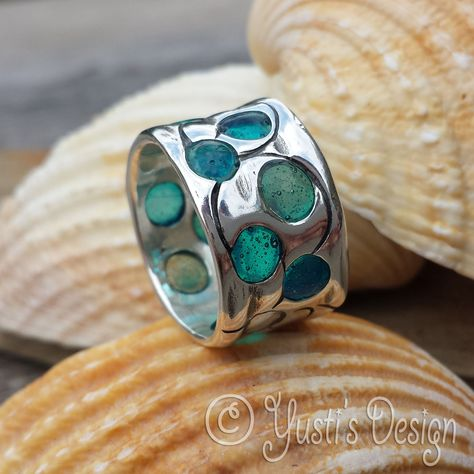 Zilverklei ring met acrylhars   Silver clay ring with acrylic resin