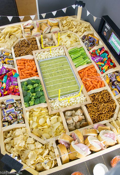 to Make an Epic Reusable Wooden Snack Stadium How to Make an Epic Reusable Wooden Snack Stadium for your Superbowl Party! (Via to Make an Epic Reusable Wooden Snack Stadium for your Superbowl Party! Football Party Foods, Football Birthday, Football Food, Football Parties, Food For Superbowl Party, Football Tailgate, Superbowl Decor, Game Day Snacks, Snacks Für Party