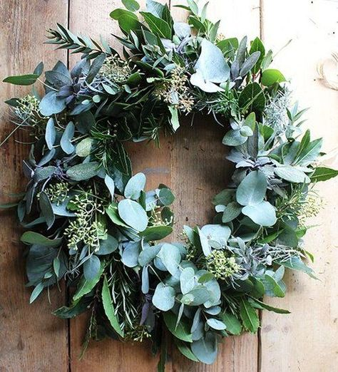 A wreath on your front door, made with fresh greenery is a heart warming sight. Perhaps you had to forage for the leaves, branches or berries yourself? Take time to be outside and enjoy all that grows throughout the start of winter.  Source: aquietstyle.co.uk #kranz #kränze