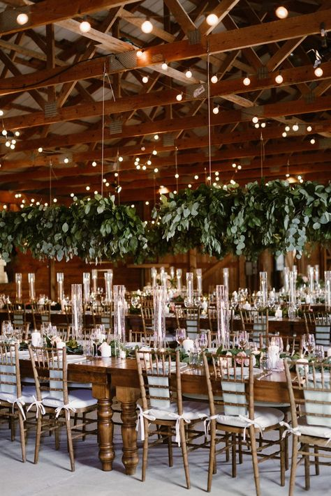 This rustic chic wedding in  Upstate NY is all about equestrian vibes at Oz Farm NY, a large equestrian estate that was originally used as a horse barn. #rusticchicweddings #ruffledblog #barnweddingvenues