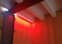 Lampadari Per Soffitti Con Travi In Legno : Strisce led per travi illuminazione led nel legno veneta tetti