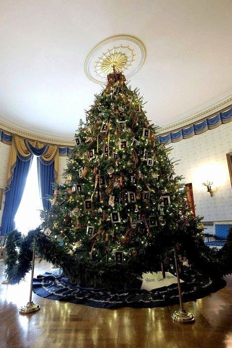 White House Christmas Decorations 2019 Awesome 40 Coolest White Hou In 2020 White House Christmas Tree White House Christmas Decorations White House Christmas Ornament