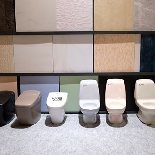 Lixilさんのショールームに行ってきました 第4弾 水回り編 ショールームには 可愛いミニチュアのトイレやお風呂が 後ろのパネルと実際に組み合わせてみることができるので イメージが湧きますね Lixil ショールーム Roomclip 水回り お