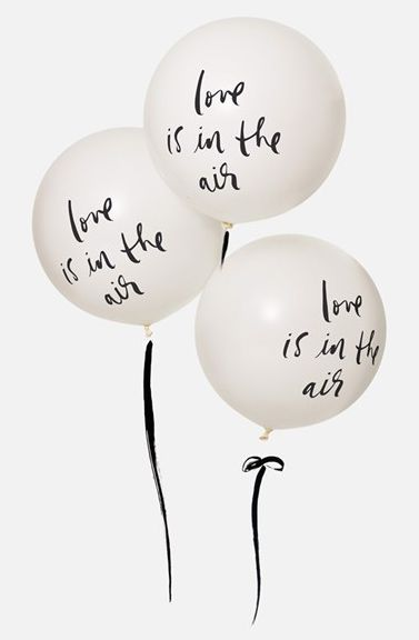 24 love is in the air balloons