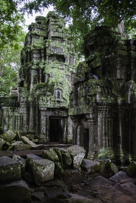 'Tah Phrom Towers (Cambodia)' by ashlibrookephotography Ancient Architecture, Beautiful Architecture, Beautiful Buildings, Beautiful Places, Places To Travel, Places To See, Mysterious Places, Fantasy Places, Abandoned Places