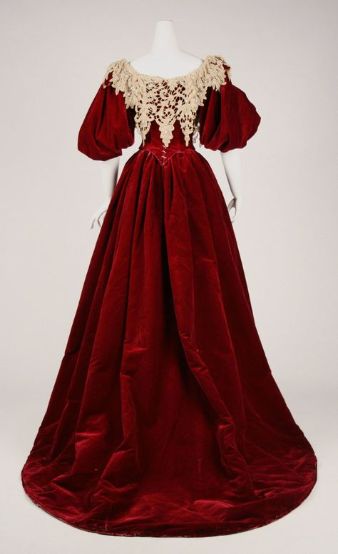 Evening dress Design House:House of Worth (French, Designer:Charles Frederick Worth (French (born England), Bourne Paris) Culture:French Medium:silk Vintage Gowns, Mode Vintage, Vintage Outfits, Vestidos Vintage, Vintage Hats, 1890s Fashion, Edwardian Fashion, Antique Clothing, Historical Clothing