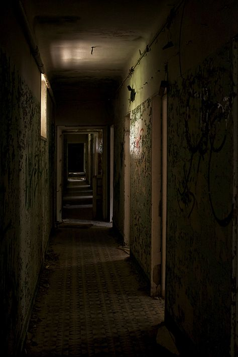 Creepy dark hallway is very creepy Creepy Backgrounds, Dark Hallway, Scary Places, Dark Photography, Abandoned Places, Dark Art, Scenery, Neon, Landscape