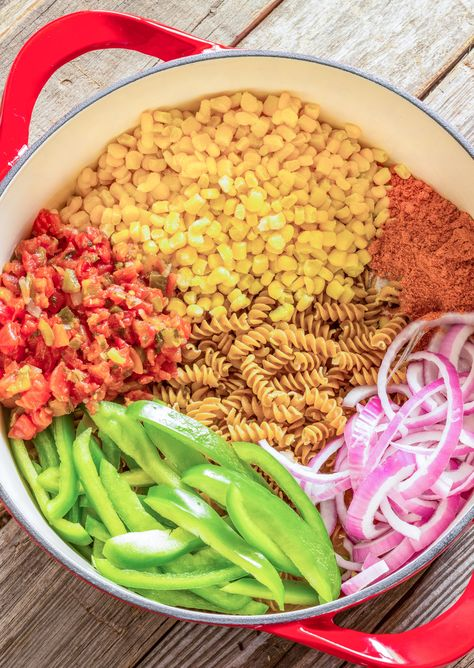 One pot wonder southwest pasta only takes 25 minutes to prepare. Pasta, black beans, corn, and bell peppers are spiced up with Rotel and taco seasoning. Feierabendküche