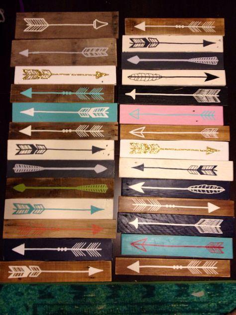 Flèche peint main bois récupéré par partyof9 sur Etsy