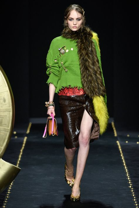 Versace Fall 2019 Ready-to-Wear Fashion Show Collection: See the complete Versace Fall 2019 Ready-to-Wear collection. Look 9