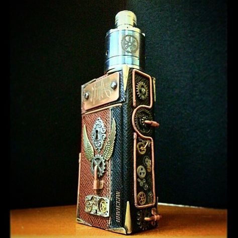 #Steampunk #Potzbox rocking a #torched #Asmodus and one of my #customdriptips. @dripclub @vapeporn #vape #vaping #vapedaily #vaperev…