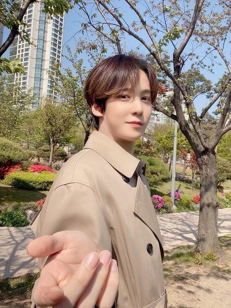 Yg Entertainment, Boyfriend Girlfriend Quotes, Jung Yunho, Cute Couple Quotes, Say My Name, Kim Hongjoong, Kpop Guys, Twitter Update, Chanbaek