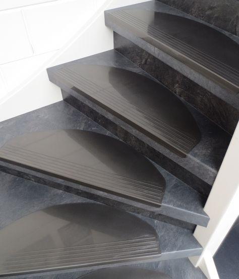 Voorkom anti slip op uw trap met de kunststof halve maantjes!
