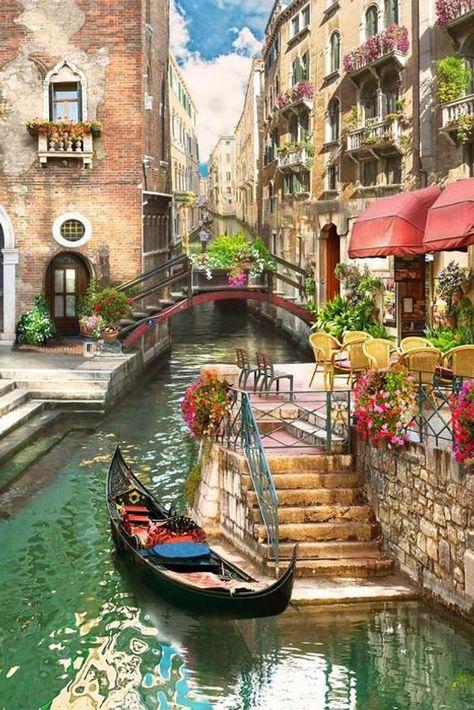 Venice Italy l How beautiful is this city! Italy Vacation, Italy Travel, Venice Travel, Travel Europe, Siena Toscana, Beautiful World, Beautiful Places, Places Around The World, Around The Worlds