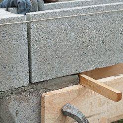 Pose D Un Linteau Prefabrique En Beton Pret A Poser Linteau Prefabrique Bricolage En Beton