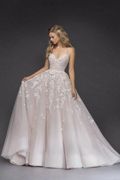 Embroidered Flowers And Lace Give Meaning To This Spectacular Mermaid Dress Fitted At Pronovias Wedding Dress Detachable Train Wedding Dress Pronovias Bridal