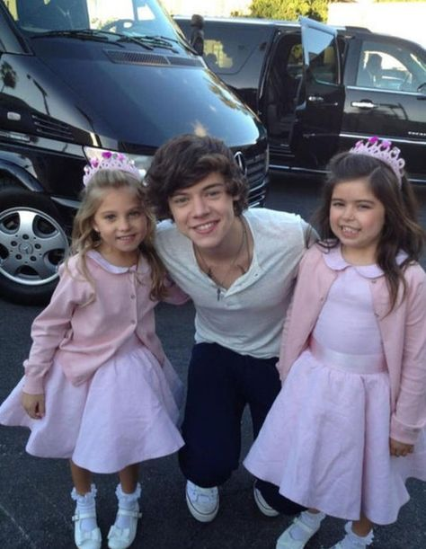Harry with Sophia grace and rosie. Weren't they on an episode of Sam and cat?