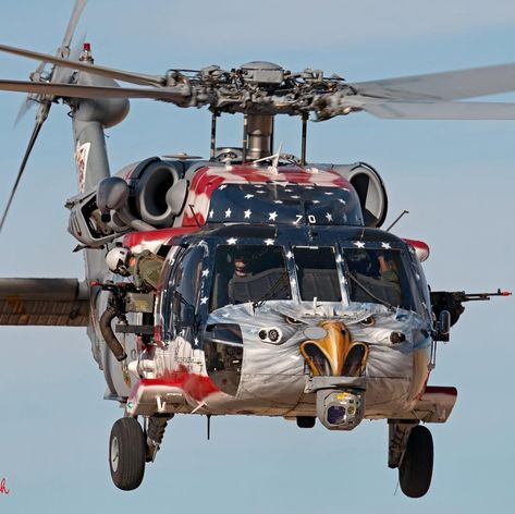 """Incredible paint job on """"Betsy,"""" an Seahawk operated by the """"Blackjacks"""" of U. I Love America, God Bless America, Military Helicopter, Military Aircraft, Aigle Animal, Photographie New York, Patriotic Pictures, American Freedom, American Pride"""